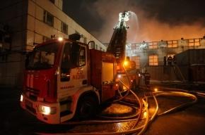 В жилом доме на северо-востоке Москвы серьезный пожар со взрывами