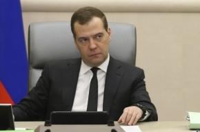 У Белого дома в Москве появился баннер с обращением к Медведеву