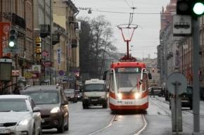После появления трамвая на Садовой маршруточники снизили цену до 20 рублей и наняли зазывал