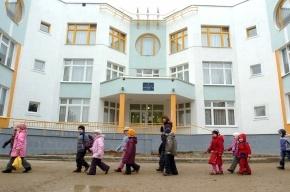 Маленьких детей воспитатели забыли на улице и не пускали в детский сад
