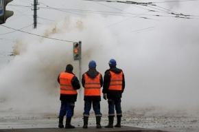 В Столярном переулке в центре Петербурга произошел прорыв трубы с горячей водой