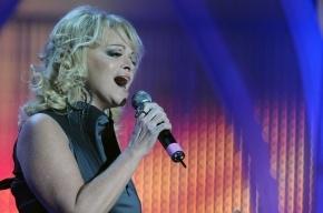 Лариса Долина отказывается от концертов ради тюремщицы