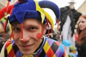В День дурака клоуны прошли парадом по Невскому проспекту
