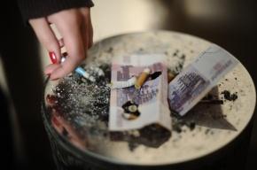 Петербургские депутаты хотят запретить курение в коммуналках