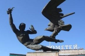 «Прометей» из Калининского района грозит рухнуть на головы прохожих