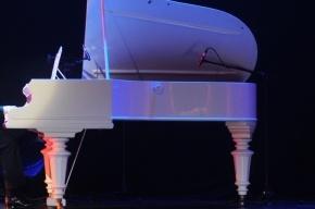 В Петербурге нашли старинное пианино с кокаином