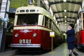 Петербургские трамваи перекрасят в бордово-бежевый цвет