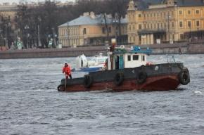Затонувший буксир найден на дне Невы, людей пока не нашли
