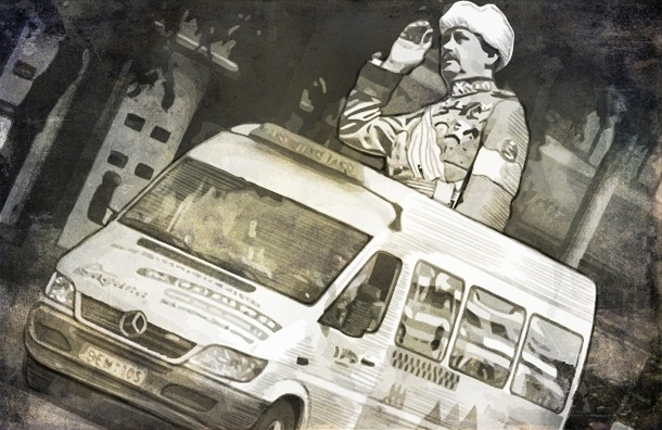 Авторы идеи автобуса с Маннергеймом: яйцами и камнями пока не закидывали