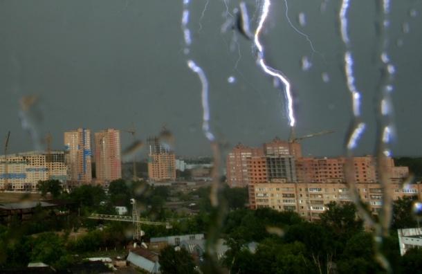 Град, ветер, гроза после аномальной жары в столице