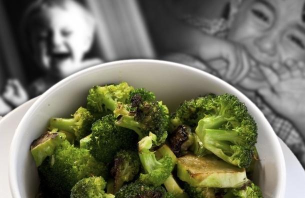 Советы родителям: как перестать впихивать в ребенка ненавистную ему еду и начать жить