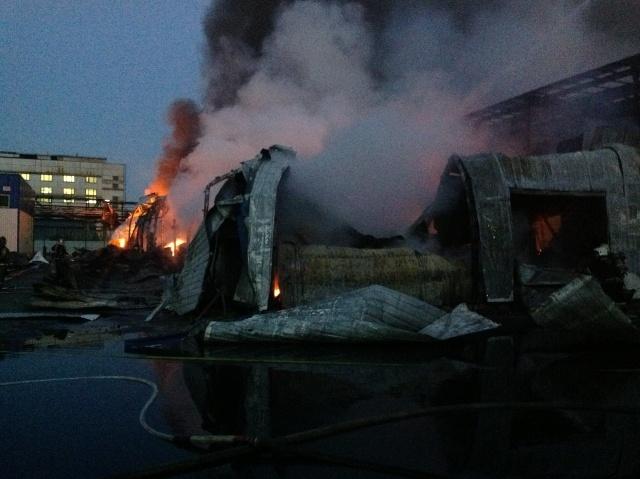 Пожар на складе с резиновыми изделиями, 29.05.2013: Фото