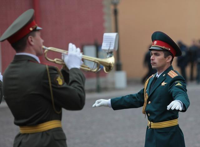 Развод почетного караула в Петропавловской крепости: Фото
