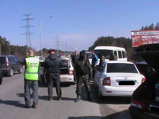 Вооруженные люди под Сургутом : Фото