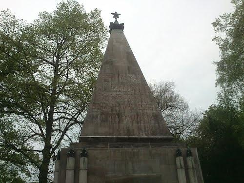 Памятник советским воинам Берлин: Фото