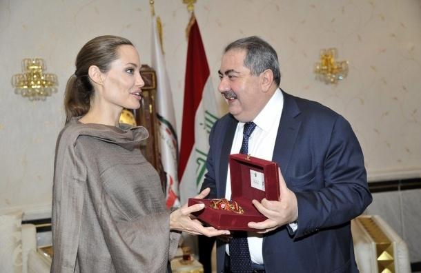 Анджелине Джоли предстоит удаление яичников