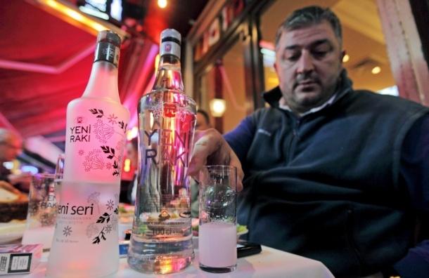 В Турции запретят пить спиртное на улицах и гражданам страны, и туристам
