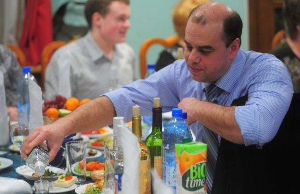 Безработные холостяки пьют водку реже работающих и женатых