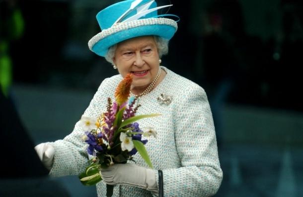 Елизавета II не отречется от престола, уверены эксперты