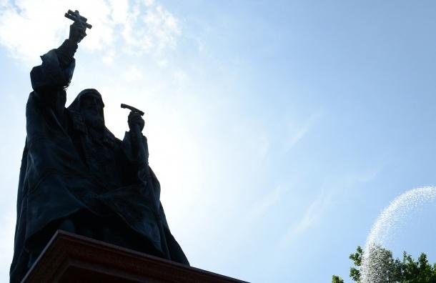 Путин поздравил всех с открытием памятника патриарху Московскому и всея Руси