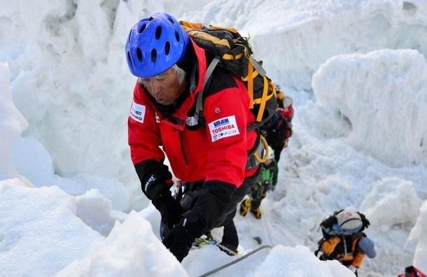 80-летний японец стал самым возрастным покорителем Эвереста