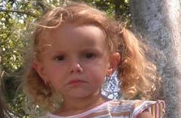 Мать выгнала из дома 6-летнюю дочку из-за котенка