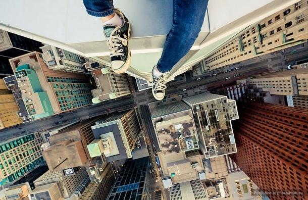 Подросток не стал прыгать с 16-го этажа благодаря полиции