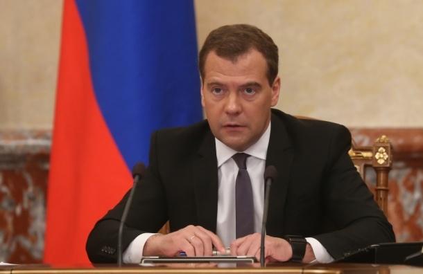 Объем фонда оплаты труда медработникам должен быть восстановлен до конца месяца - Медведев