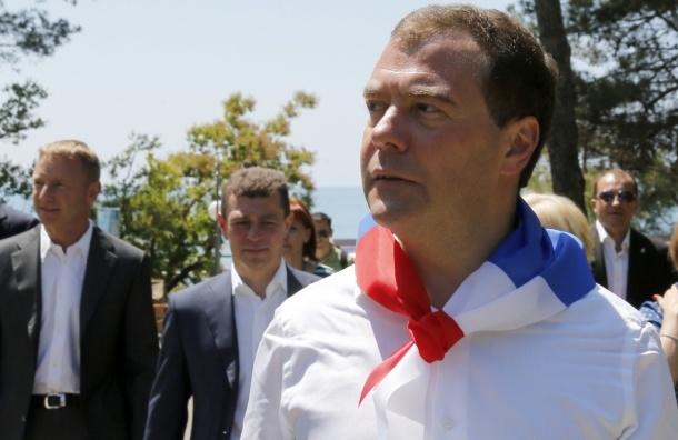 Медведев стал «Почетным орленком», пойдя по стопам жены