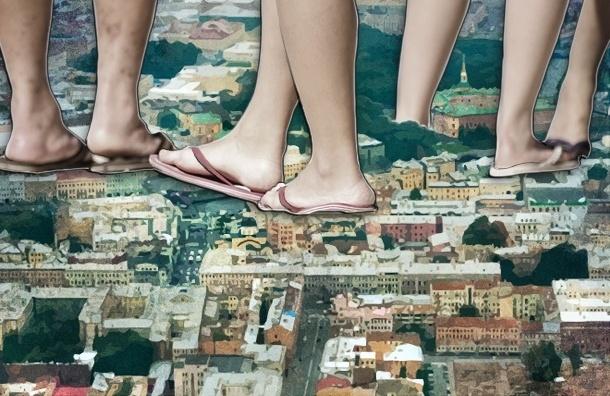 Петербуржцы летом ходят по улицам почти голые, не понимая, что это неприлично