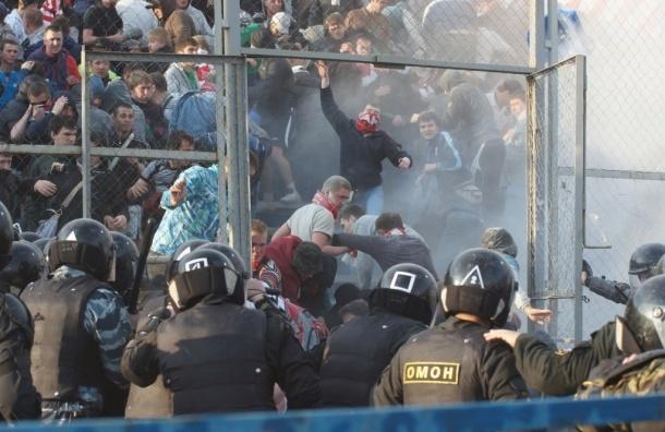 Футбольные клубы и их фанаты будут платить за беспорядки на матчах