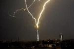 В петербургскую телебашню ударило молнией