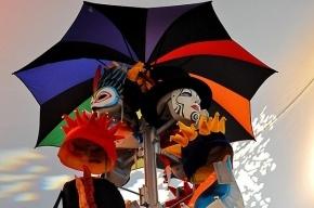 Полиция Петербурга разогнала шествие артистов «Цирка дю Солей»