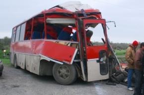 После аварии с автобусом в Ленобласти шестерых пассажиров увезли на вертолете