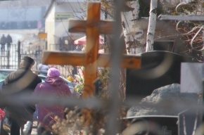 Задержан житель Колпино, который вез надгробия с кладбища в металлолом