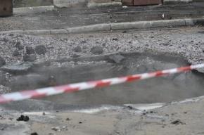 Рабочего засыпало грунтом при замене труб в Приморском районе