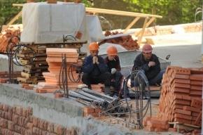 В Петербурге самонадеянный строитель скончался от упавшего кирпича