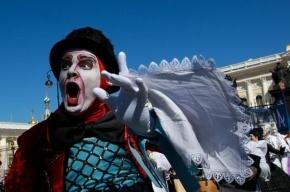 На прерванный парад Cirque du Soleil пришло в 7,5 раз больше людей, чем было разрешено