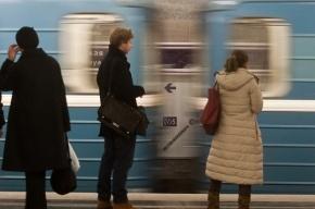 Сломавшийся поезд остановил движение на ветке петербургского метро