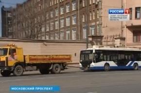 На Московском проспекте троллейбус с пассажирами врезался в дерево