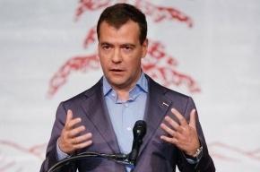 Медведев объяснил разницу между словами «последний» и «крайний»