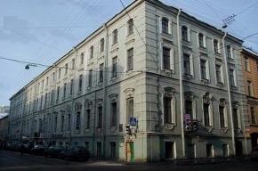 В центре Петербурга горит крыша дома, людей эвакуируют
