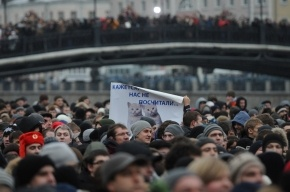 Волонтера убило упавшей колонкой при подготовке митинга на Болотной площади