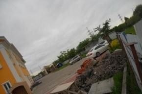 К церкви в парке Малиновка незаконно пристраивают парковку