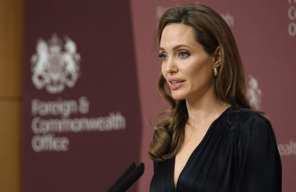 Родная тетя Анджелины Джоли скончалась от рака груди