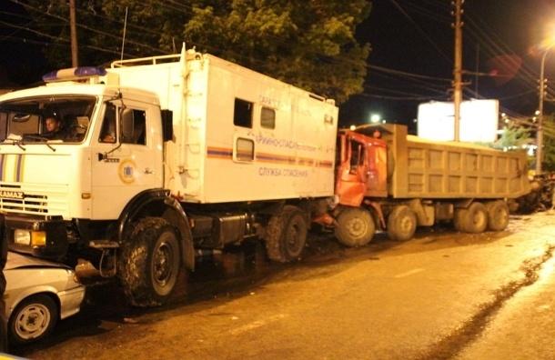 В Саратове столкнулись 37 автомобилей, пострадали 25 человек - ВИДЕО