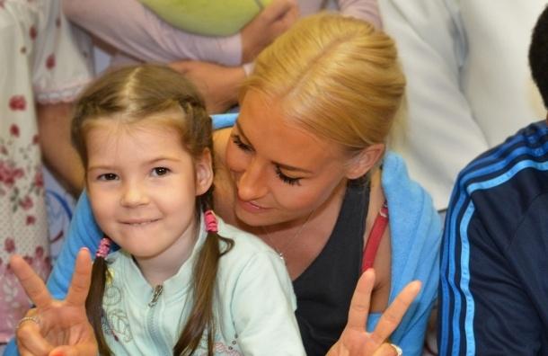 Звезды мировой сцены посетили юных пациентов в Петербурге
