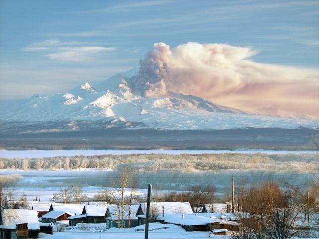 Вулкан Шивелуч и последствия выброса пепла: Фото