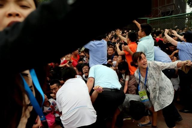 Бекхэм в Китае, давка 20 июня 2013: Фото