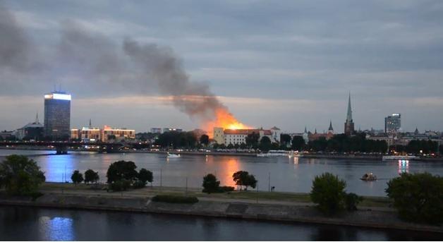 Пожар в Рижском замке: Фото